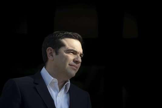 Alexis Tsipras, le premier ministre, espère entamer d'ici à la fin de l'année la discussion sur une renégociation de la dette publique grecque, qui s'élève à 178 % du PIB.