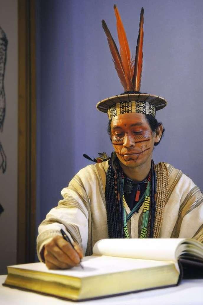 Benki Piyako a reçu le prix des droits de l'homme en 2013, à Weimar, en Allemagne.