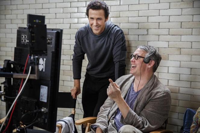 L'acteur Ryan Gosling (à gauche) et le réalisateur Adam McKay sur le tournage de