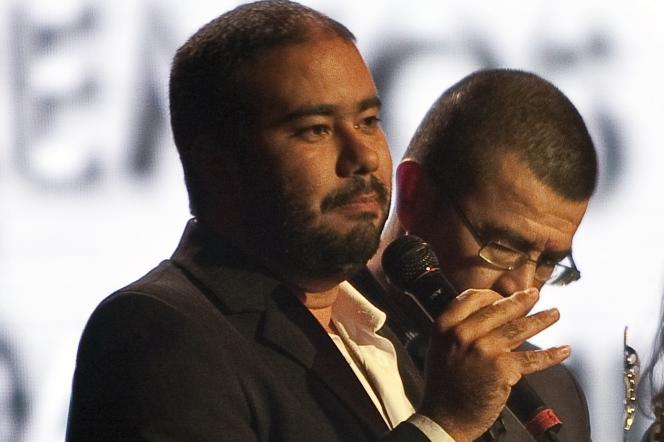 Ciro Guerra recevant la récompense de meilleur réalisateur au Macondo Awards colombien, à Bogota, le 21 octobre 2010.