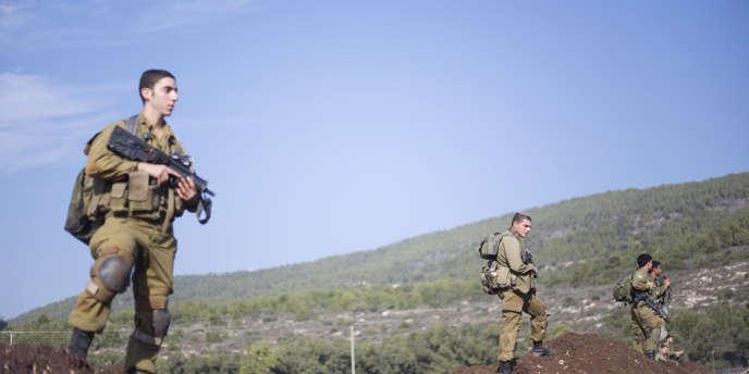 Des soldats israéliens sur le plateau du Golan, le 21 décembre 2015.