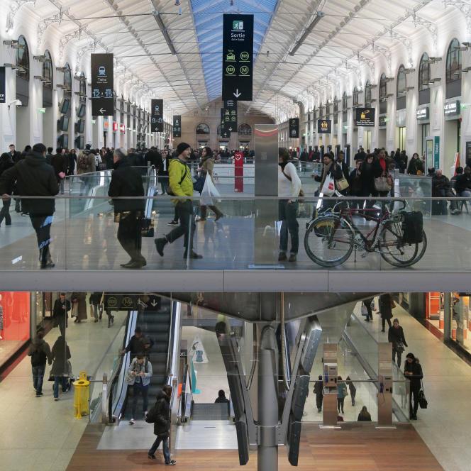 Klépierre possède une centaine de centres commerciaux en France dont celui de la gare Saint-Lazare, à Paris – « le plus rentable d'Europe », se félicite Laurent Morel, le président du directoire de la société.