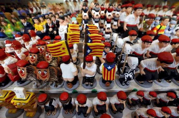 Des figurines à l'effigie de l'indépendance de la Catalogne, sur un marché de noël de Barcelone, le 16 décembre. Pour Susana Beltran, les résultats montrent qu'une majorité des Catalans ne désire pas la sécession.