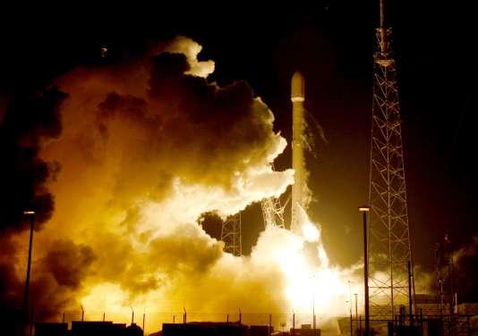 Lancement d'une fusée SpaceX à Cap Canaveral, en Floride, en 2015.