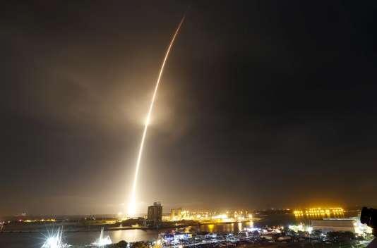 La fusée a décollé à environ 20 h 30, heure locale (2 h 30 à Paris), de Cap Canaveral, en Floride.