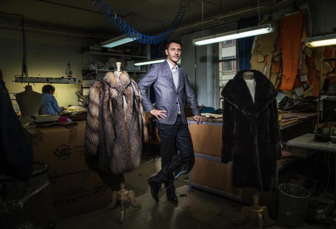 Nathan Sprung dans son atelier à Paris, en décembre 2015.