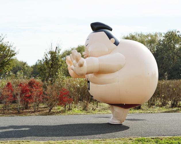 Pier Nishiki, le sumo-mascotte de l'entreprise de location de Montgolfières Pier 21, à Saitama.
