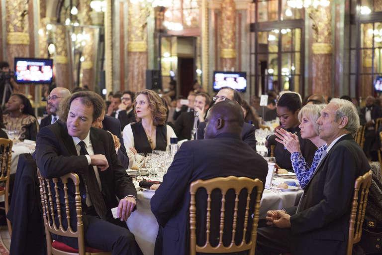 La table d'honneur du gala Efficience composée entre autres de Nathalie Kosciusko-Morizet, Elisabeth et Jean-Louis Guigou.