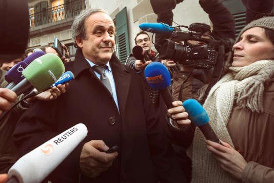 UEFA Michel Platini, le 8 décembre 2015, à Lausanne,  à la sortie du tribunal arbitral  du sport  (CAS) après son appel contre une première sanction de 90 jour de suspension.