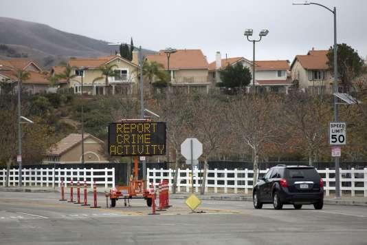 Dans la vallée de San Fernando près de Los Angeles, dans les environs de Porter Ranch, le 22 décembre, beaucoup d'habitants ont quitté leur maison du fait de la fuite de méthane, et la police est sur place.