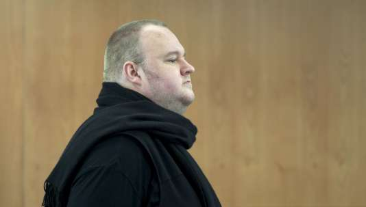 L'Allemand de 41 ans, de son vrai nom Kim Schmitz, est accusé d'être l'architecte d'un pillage en ligne à grande échelle grâce à son site MegaUpload, fermé en 2011.