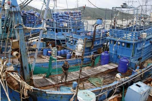 Flotte de pêche thaïlandaise dans le port de Songkhla, fin décembre 2015.