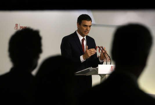 Après une rencontre avec Mariano Rajoy, le chef des socialistes espagnols, Pedro Sanchez, a annoncé que son parti voterait contre un gouvernement qui serait constitué par le premier ministre sortant, Mariano Rajoy, ou sa formation, le Parti populaire.