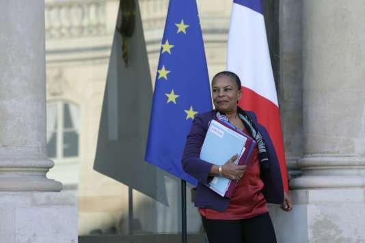 La ministre de la justice, Christiane Taubira, à la sortie du conseil des ministres à l'Elysée, le 23 décembre.