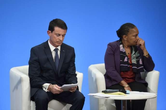 Le Premier Ministre Manuel Valls et la Ministre de la Justice Christiane Taubira à une conférence de presse sur la protections des français, le 23 décembre 2015.