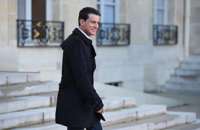 Le premier ministre Manuel Valls après le conseil des ministres, le 23 décembre 2015.