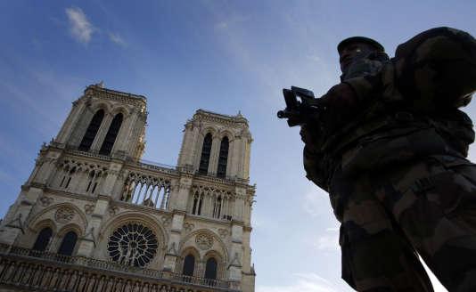 Devant Notre-Dame de Paris, le 23 décembre.