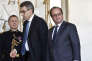 Le Président de la République François Hollande et le secrétaire général du gouvernement Marc Guillaume à l'Elysée le 23 décembre 2015 après une réunion gouvernementale sur la question de la déchéance de la nationalité française pour les bi-nationaux condamnés pour une atteinte aux intérêts fondamentaux de la Nation.