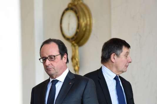 François Hollande et le secrétaire général de l'Elysée, Jean-Pierre Jouyet, le 23 décembre après le Conseil des ministres.