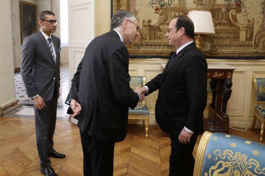 Le 14 avril,  le président François Hollande recevait à l'Elysée Michel Combes (au centre),  alors PDG d'Alcatel-Lucent,  et Rajeev Suri, le patron du groupe finlandais Nokia, acquéreur de l'entreprise tricolore.
