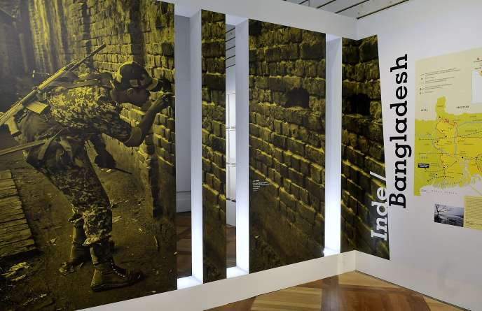 Le mur entre l'Inde et le Bangladesh dans le cadre de l'exposition