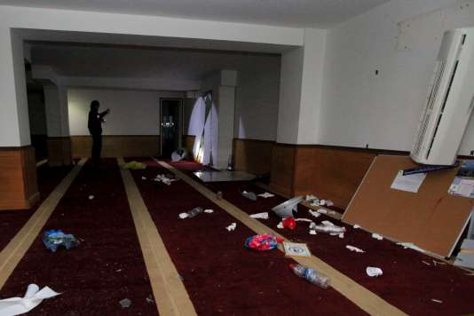 Une photo de la salle de prière musulmane saccagée à Ajaccio, en Corse, en marge d'une manifestation le 25 décembre 2015.