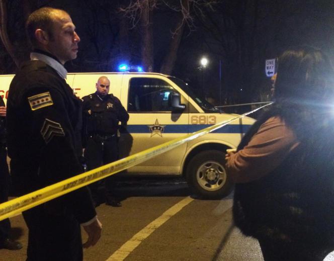 Un jeune homme, jugé menaçant car en possession d'une batte de base-ball, a été tué par un policier, dont les tirs ont également ôté la vie à une mère de famille.