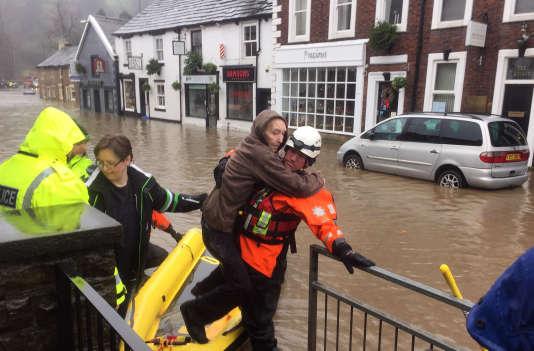 Dans le Yorkshire et le Lancashire des centaines de personnes ont du être évacuées samedi devant la montée des eaux.