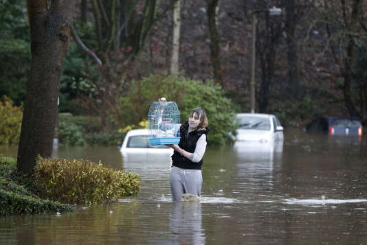 Ces inondations sont la conséquence des pluies torrentielles qui se sont abattues, submergeant villes et villages.