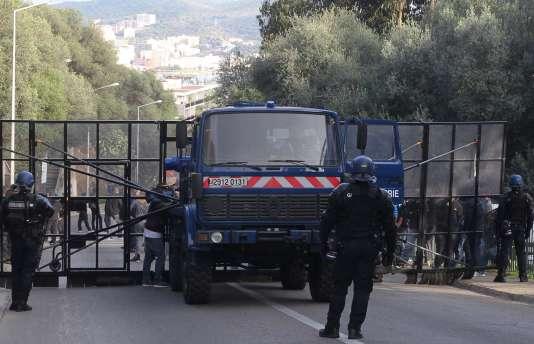 Dimanche 27 décembre, les forces de sécurité ont «sanctuarisé» le quartier des Jardins de l'Empereur, où il est interdit de manifester jusqu'au 4 janvier 2016.