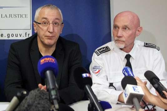 Le procureur d'Ajaccio Eric Bouillard, à gauche, a annoncé dimanche 27 décembre 2015 l'interpellation de deux personnes.