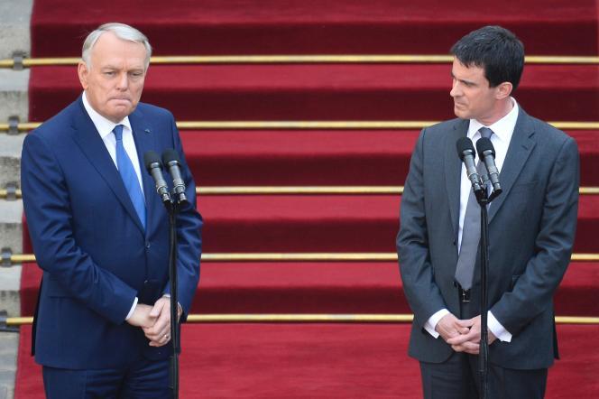 Jean-Marc Ayrault et Manuel Valls, le 1er avril 2014, à Matignon.