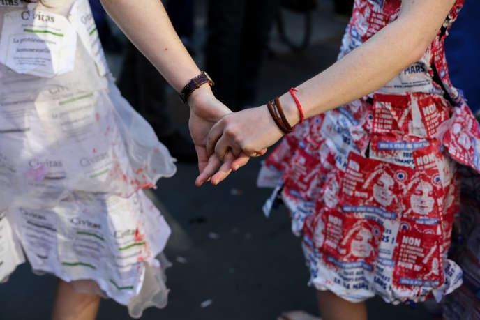 Manifestation pro-mariage homosexuel devant l'Assemblée nationale en 2013.