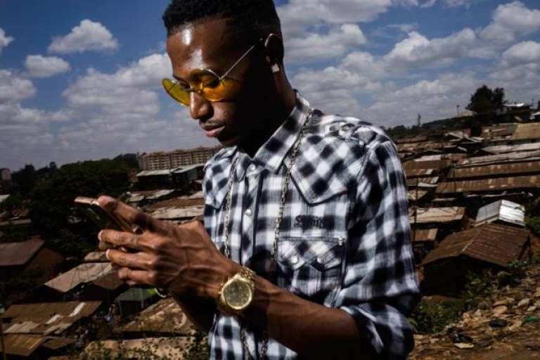 Le rappeur kényan Octopizzo, à Kibera.