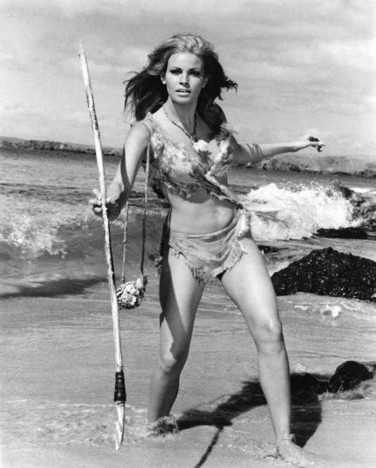 """Malgré les évidences biologiques,Cro-Magnon est presque toujours représenté avec la peau claire. Parmi les amateurs de films de préhistoire, lequel oserait nier être resté insensible aux charmes aussi nordiques que plantureux de la belle Raquel Welch dans """"Un million d'années avant J.-C."""", sorti en 1966 ?"""