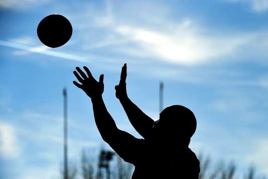 Un joueur de rugby a été condamné par le tribunal correctionnel de Vannes pour un plaquage qui a laissé un adversaire tétraplégique.
