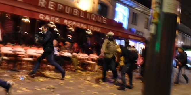 Les attentats de Paris et Saint-Denis, revendiqués par l'organisation Etat islamique, sont les plus sanglants jamais commis en France, avec 130 morts et des centaines de blessés.