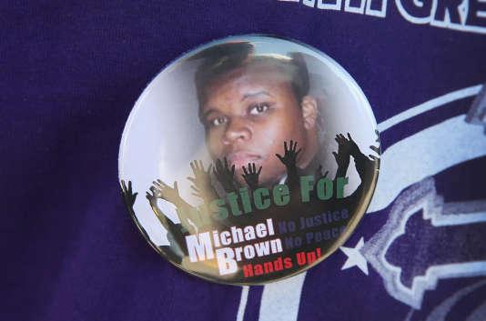 La mort de Michael Brown a suscité un vaste débat sur les relations interraciales et sur l'usage excessif de la force par des policiers américains.