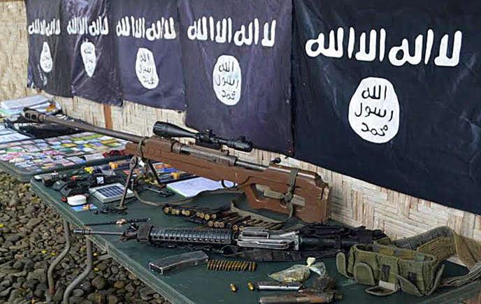 L'armée avait abattu huit membres du groupe Ansarul Khilafadans une fusillade en novembre 2015 à Palimbang. Des drapeaux de l'organisation Etat islamique avaient alors été retrouvés.