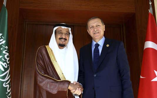 Le président turc Recep Tayyip Erdogan (à droite) aux côtés du roi saoudien roi Salman ben Abdelaziz Al-Saoud, le 14 novembre.