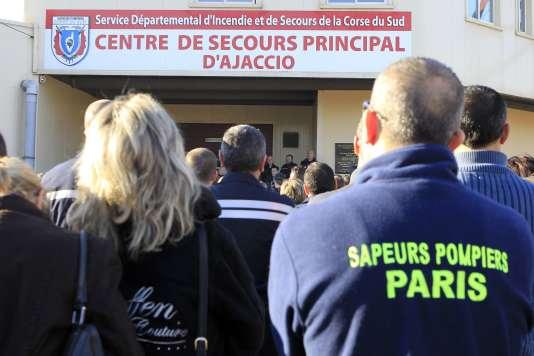Des pompiers réunis à la caserne d'Ajaccio, le 29décembre2015.