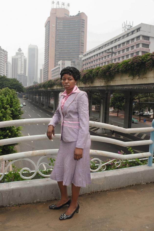 Canton, 10 octobre 2010. « Les Africains que j'ai photographiés voulaient un souvenir de leur passage à Canton, mais aussi de quoi montrer leur réussite à leurs proches », explique le Chinois Wu Yong Fu.