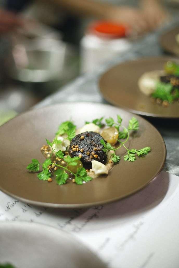 Boudin noir et sarrasin, un en-cas proposé chez La Cave à Michel, dans le 10e arrondissement de Paris.