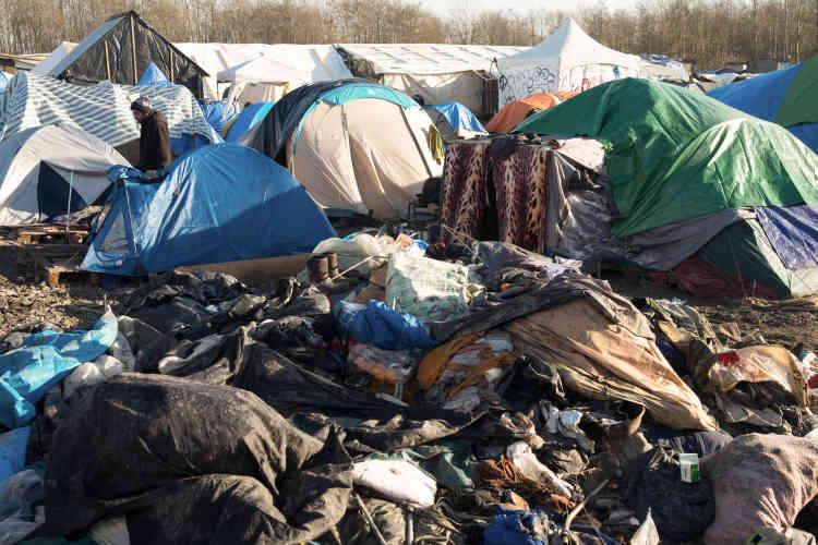 Médecins sans frontières s'estime là sur «une décharge à ciel ouvert»; un camp inorganisé de migrants qui ont déjà payé le passage vers la Grande-Bretagne.