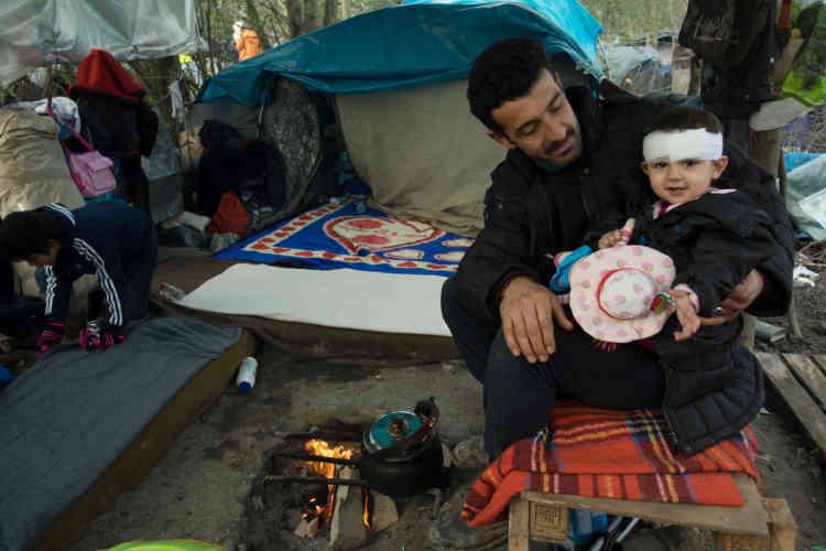 La fillette a été soignée par MSF après être tombée sur le fourneau familial. Partout le danger guette les enfants en bas âge.