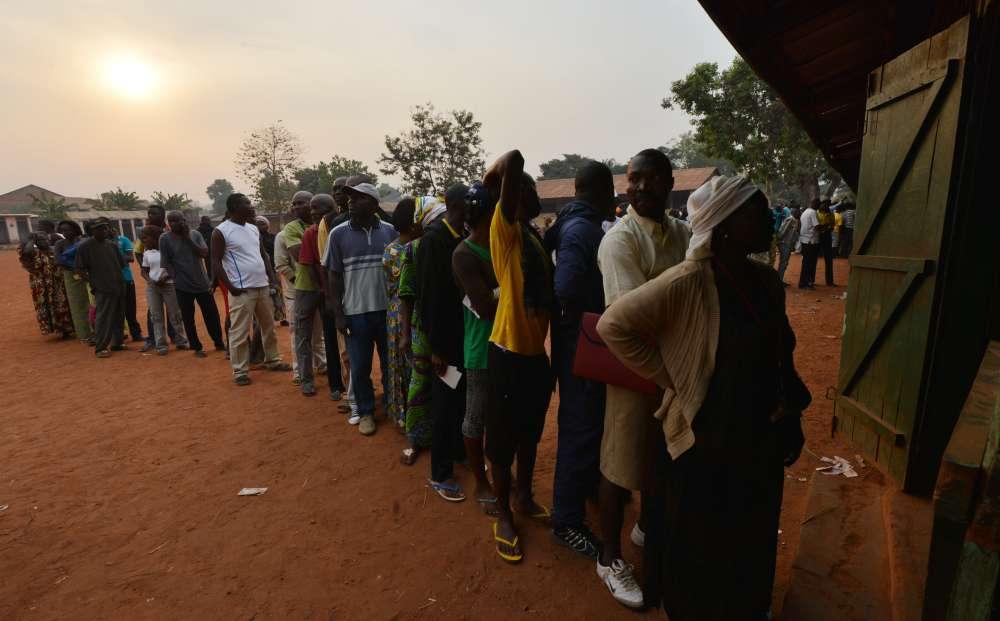 30 décembre. Après trois ans de guerre civile en Centrafrique, les habitants du district musulman PK5 de Bangui font la queue pour aller voter aux scrutins présidentiel et législatif. Il faudra attendre plusieurs jours pour connaître les résultats et le risque de fraude n'est pas écarté dans un pays où les structures étatiques sont dévastées.
