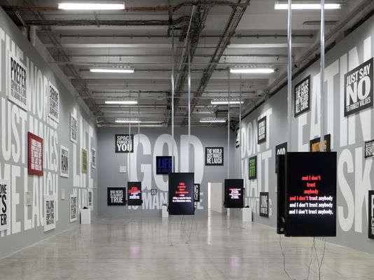 """L'exposition """"Ugo Rondinone"""", de John Giorno, au Palais de Tokyo, à Paris."""