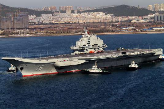 Le premier porte-avions chinois, le Liaoning.