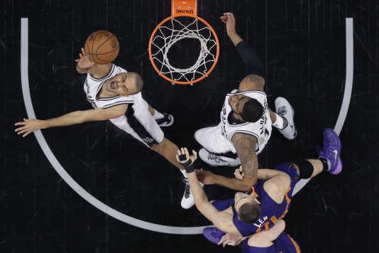Les San Antonio Spurs de Tony Parke et les Phoenix Suns jouent tous deux samedi.