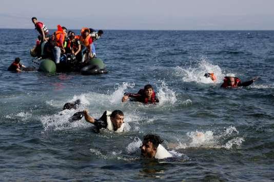 Des migrants arrivant sur l'île de Lesbos, le 20septembre2015.
